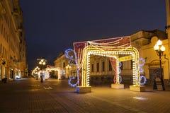 Nowy rok w Moskwa, Bożenarodzeniowe dekoracje, Arbat ulica w wczesnym poranku Obrazy Royalty Free