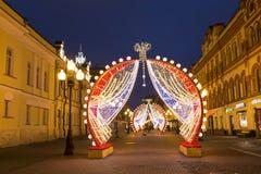 Nowy rok w Moskwa, Bożenarodzeniowe dekoracje, Arbat ulica w wczesnym poranku Fotografia Royalty Free