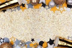 Nowy Rok wigilii kopii granicy przeciw glittery złocistemu tłu zdjęcia stock