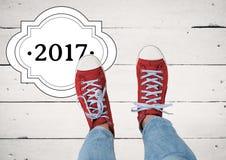 2017 nowy rok życzenia z nastolatkiem jest ubranym czerwonych sneakers Zdjęcie Royalty Free