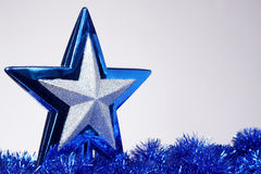 Nowy Rok zabawka, zmrok - błękitna piłka, boże narodzenia bawi się Obraz Royalty Free