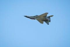 Nowy rosjanina strajka wojownik Su-35 lata do góry nogami Zdjęcia Stock
