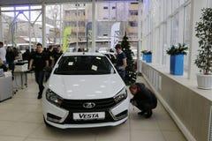 Nowy Rosyjski samochodowy Lada Vesta podczas prezentaci 26 2015 w samochód sala wystawowej d Grudzień Fotografia Royalty Free