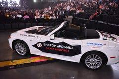 Nowy samochód jako nagroda dla loteryjnego zwycięzcy podczas Viktor Drobysh roku urodziny 50th koncerta przy Barclay centrum Zdjęcie Stock