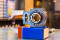 nowy set stalowi balowi pelengi na szkło stołu przygotowania mainte Obrazy Stock