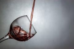 Nowy sposób dolewania wino Obraz Royalty Free