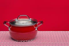 Nowy stalowy kuchenny garnek dla gotować Studio strzał, kopii przestrzeń zdjęcia stock