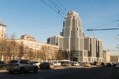 Nowy wieżowiec w w centrum Moskwa Zdjęcia Royalty Free