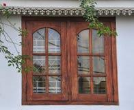 Nowy Windows w Starej Kamiennej ścianie Zdjęcie Stock