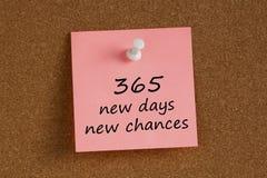 365 nowych dni nowych szans pisać dalej pamiętają notatkę obraz stock