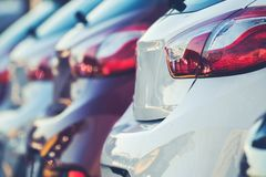 Nowych samochodów sprzedaże i produkcja Zdjęcia Royalty Free