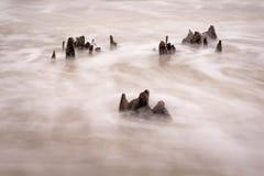 Noyade dans la marée entrante images stock
