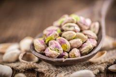Noyaux de pistache (foyer sélectif) image stock