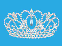 Nozze femminili del bello diadema accendiamo il fondo blu Fotografie Stock Libere da Diritti