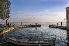 Nozze nel lago Italia di polizia Fotografia Stock
