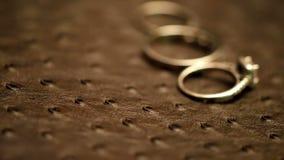 Nozze romantiche dell'anello di fidanzamento video d archivio