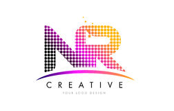 NR σχέδιο λογότυπων επιστολών Ν Ρ με τα ροδανιλίνης σημεία και Swoosh Στοκ Φωτογραφίες