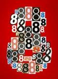 Nr. acht machte von den Zahlen, die von den Zeitschriften auf rotem BAC schneiden Stockfotografie