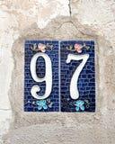 Nr. 97 auf alter Wand Lizenzfreie Stockfotografie