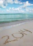 Nr. 2014 auf tropischem Sand-Strand. Feiertagskonzept Lizenzfreie Stockfotografie