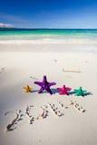 Nr. 2014 auf weißem sandigem Strand Stockfotografie