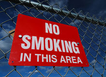 Nr dat - Geïsoleerdr rookt - Stock Afbeeldingen
