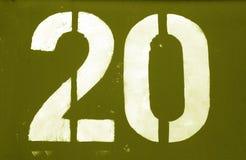Nr. 20 in der Schablone auf Metallwand im gelben Ton lizenzfreie stockfotografie