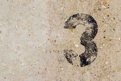 Nr. drei 3 auf Betonmauerhintergrund Lizenzfreies Stockbild