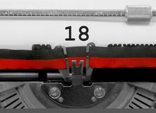 Nr. 18 durch die alte Schreibmaschine auf Weißbuch Stockfotografie