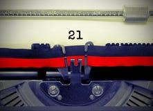 Nr. 21 durch die alte Schreibmaschine auf Weißbuch Stockfotografie