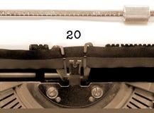 Nr. 20 durch die alte Schreibmaschine auf Weißbuch Lizenzfreies Stockfoto