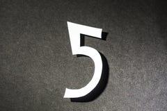 Nr. fünf auf dem schwarzen Hintergrund Lizenzfreies Stockbild