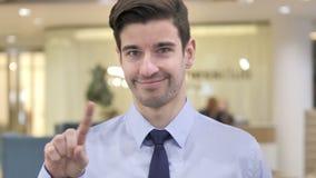 Nr, Zakenman Waving Finger in Ontkenning stock video