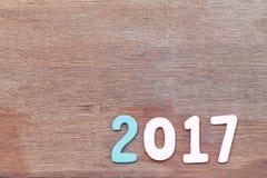 Nr. zwei tausend sieben des hölzernen Textes auf braunem altem Holzfußboden Stockbilder