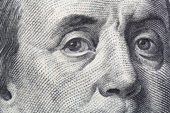 Nära sikt av Benjamin Franklin hundra dollarräkning Arkivfoto