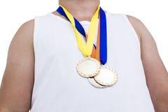 Närbild av idrottsman nen med den olympic medaljen Royaltyfri Fotografi