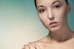 Närbildskönhetstående av den asiatiska kvinnan Fotografering för Bildbyråer