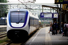 NS Trenuje przy estradowym Railwaystation Utrecht, Holandia holandie Obraz Stock