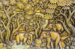 Ânsia de madeira dos elefantes imagens de stock
