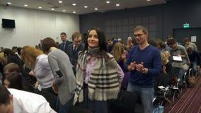 NSK Rússia - 15 de dezembro Gandapas: muitos povos, e aplaudiram a sala de conferências filme