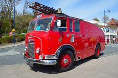 Ntage Commer Pożarniczy silnik - ciężarówka parkująca w drodze Fotografia Stock