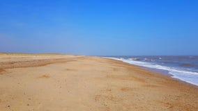 nterton Strand hat den wunderbaren Vorteil einer beträchtlichen Ausdehnung des weichen Sandes lizenzfreies stockfoto