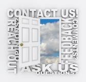 Éntrenos en contacto con servicio de atención al cliente de la puerta de la palabra Foto de archivo