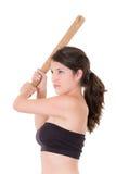 Nätt dam med ett baseballslagträ som isoleras på vit Arkivbild