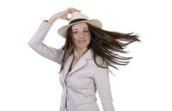 Nätt elegant kvinna med hatten och flyghår Royaltyfria Foton