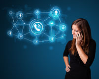 Nätt flickadanandepåringning med sociala nätverkssymboler Royaltyfri Bild