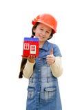 Nätt liten flicka med leksakhuset Arkivfoto