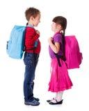 Nätt liten skolflicka och skolpojke Arkivbilder