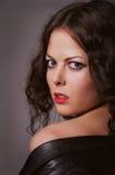Nätt lockig brunett Royaltyfri Foto