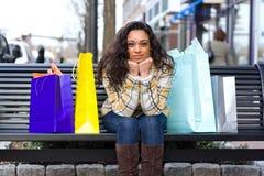 nätt shopping för flicka Arkivfoton